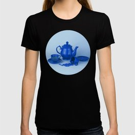 Blue tea party madness - still life T-shirt