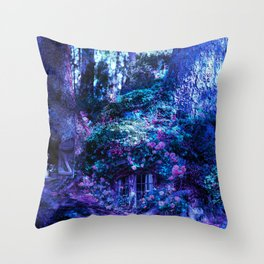 Alvehuset Throw Pillow