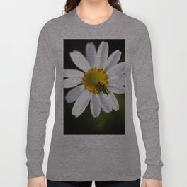 Green bug in daisy Long Sleeve T-shirt