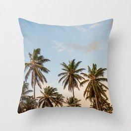 Sky beach palmier Throw Pillow