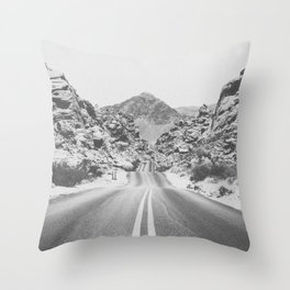 ROAD TRIP / Valley of Fire, Nevada Throw Pillow