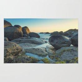 Ocean between the rocks by the beach Rug