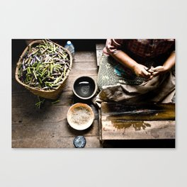 Loto workers in Inle Lake's Canvas Print
