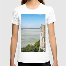 Mont Saint-Michel and the bay at low tide T-shirt