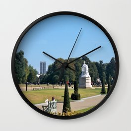 Statue of English Queen Wall Clock