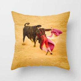 Corrida portugaise torero Throw Pillow