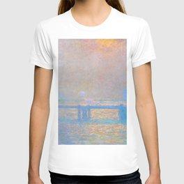 "Claude Monet ""Charing Cross Bridge, The Thames"" (1903) T-shirt"