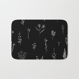 Black wildflowes Big Bath Mat