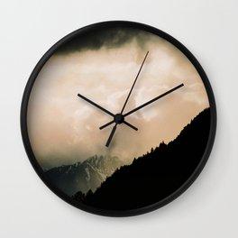 Alpes reality show Wall Clock