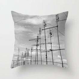 Le antenne di Roma Throw Pillow