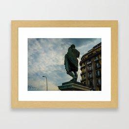 Estatua Framed Art Print