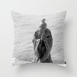 Sculpture_The prayer Throw Pillow