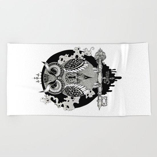 The owl Beach Towel
