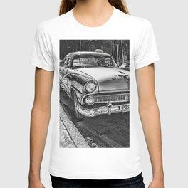Havana, Cuba '57 Taxi Street Scene Black and White Photographic Art Print T-shirt