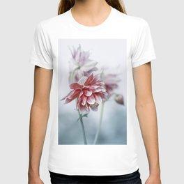 Red columbine flowers T-shirt