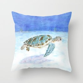 Sea turtle underwater Throw Pillow
