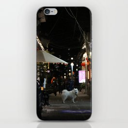 Samoyedo in Dali iPhone Skin