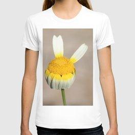 Hippie flower making peace sign T-shirt