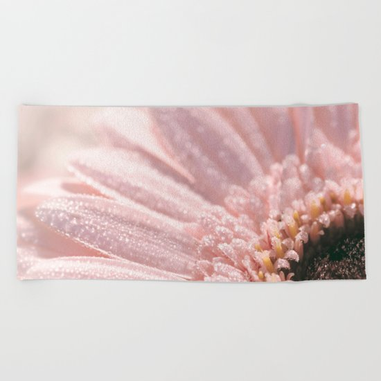 Light Pink floral Daisy Flower with water droplets- flowers Beach Towel