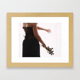 Sin flores para ti I Framed Art Print