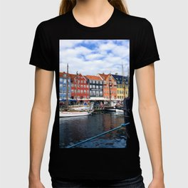 Painting of a Cloudy Day Along the Colourful Nyhavn Canal in Copenhagen, Denmark T-shirt