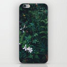 Fleurs Vertes iPhone Skin