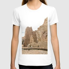 Smith Rock Oregon Desert Sunset - Nature Photography T-shirt