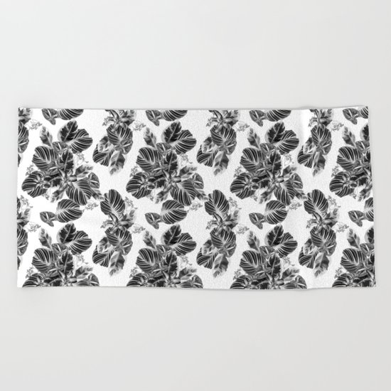 Black and white floral pattern Beach Towel