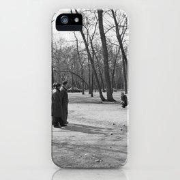 Jeu de Boules spelen in het park, Bestanddeelnr 254 0618 iPhone Case