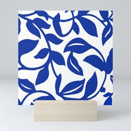 PALM LEAF VINE SWIRL BLUE AND WHITE PATTERN Mini Art Print