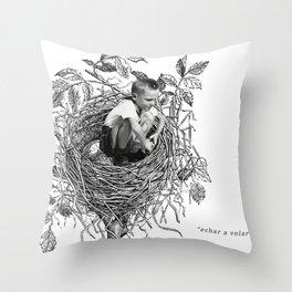 echar a volar Throw Pillow