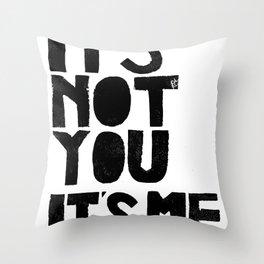 It's not you, it's me. - by Genu WORDISIAC™ TYPOGY™ Throw Pillow
