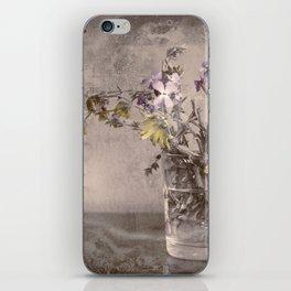 Wild beach flores cheer up my daily life - Las flores salvajes de la playa alegran mi diario vivir iPhone Skin