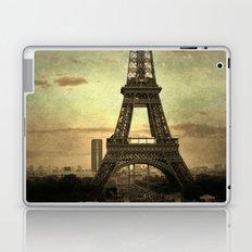 Mon Paris - La Tour Eiffel Laptop & iPad Skin