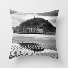 Monte Urgull. Throw Pillow