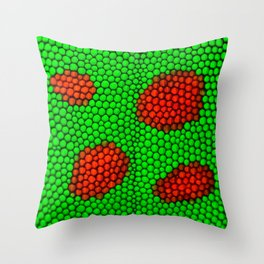 Crawl in the gecko´s skin Throw Pillow