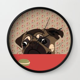 Le pug et le macaron Wall Clock