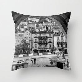 Sintra, une vue romantique Throw Pillow