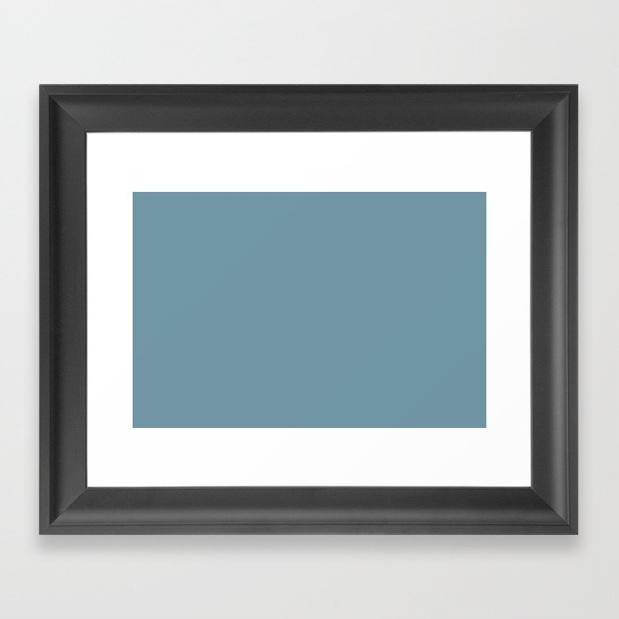 Dunn and Edwards 2019 Curated Colors Smoky Blue (Muted Pastel Blue) DET570 Solid Color Gerahmter Kunstdruck