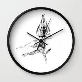 c'est pas une vulve c'est un oeil Wall Clock