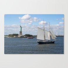 Lady Liberty at the harbor Canvas Print