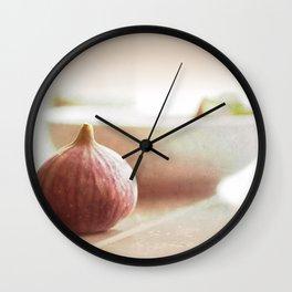 Couleurs pastel Nature morte aux abricots Wall Clock