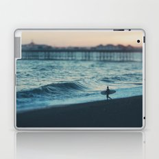 the lone surfer ... Laptop & iPad Skin