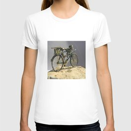Old bicycle Zvonekmakete T-shirt