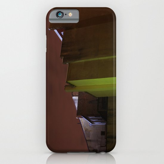 wall 431 iPhone & iPod Case