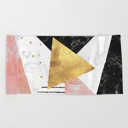 Elegant geometric marble and gold design Beach Towel