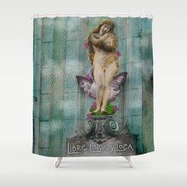 Libre, linda y loca! Shower Curtain