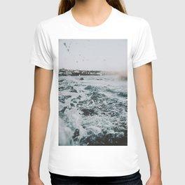 summer waves ii / bondi beach, australia T-shirt