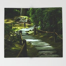 Moss gardern path Throw Blanket