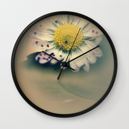 Daisy with glitter Wall Clock
